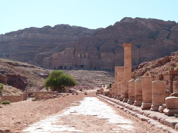 Calle de las fachadas en Petra