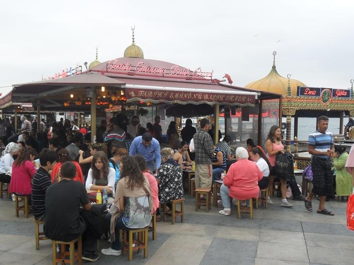 Puestos de Caballa en Estambul