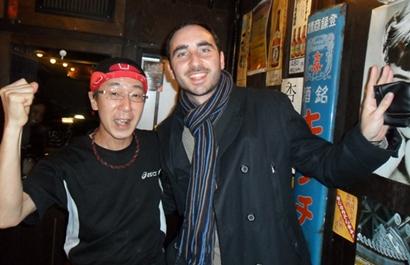 Con el simpático dueño del bar en Kyoto