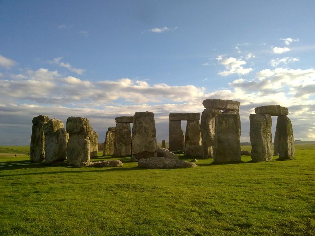 Stonehenge en día soleado