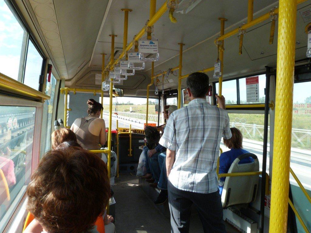 Interior de autobús en San Petersburgo