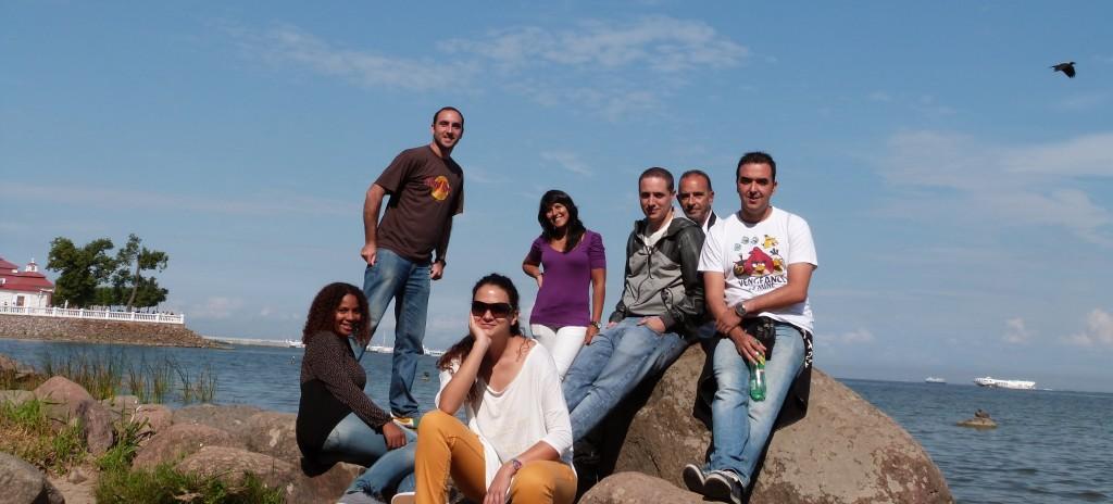 """Nuestro equipo en la """"playa"""" de Peterhof"""