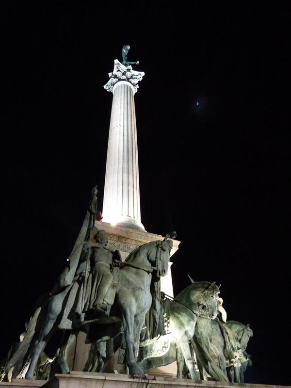 Detalle de Plaza Héroes de Budapest