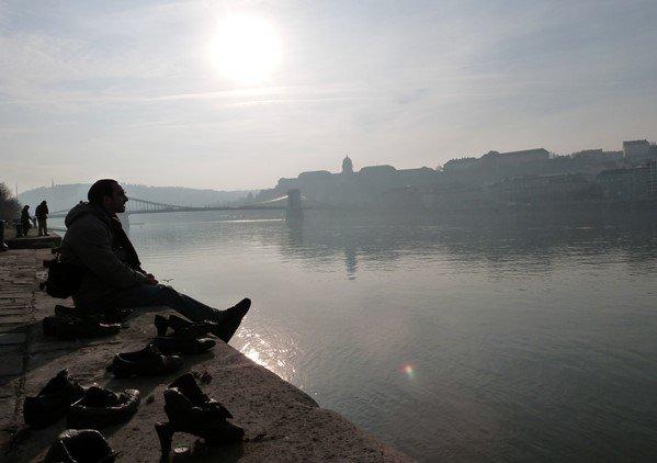 Reflexiones en los Zapatos del Danubio
