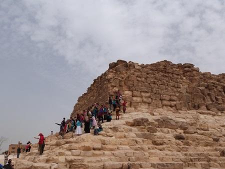 Niños en las piramides
