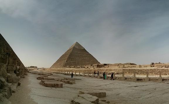 Una postal en las Pirámides de Guiza