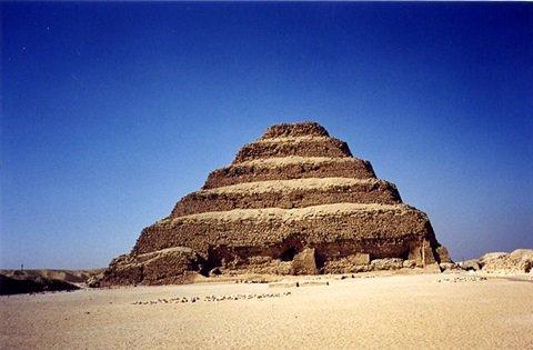 Pirámide de Dyeser en Saqqara