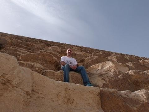 Sentado en la Gran Piramide
