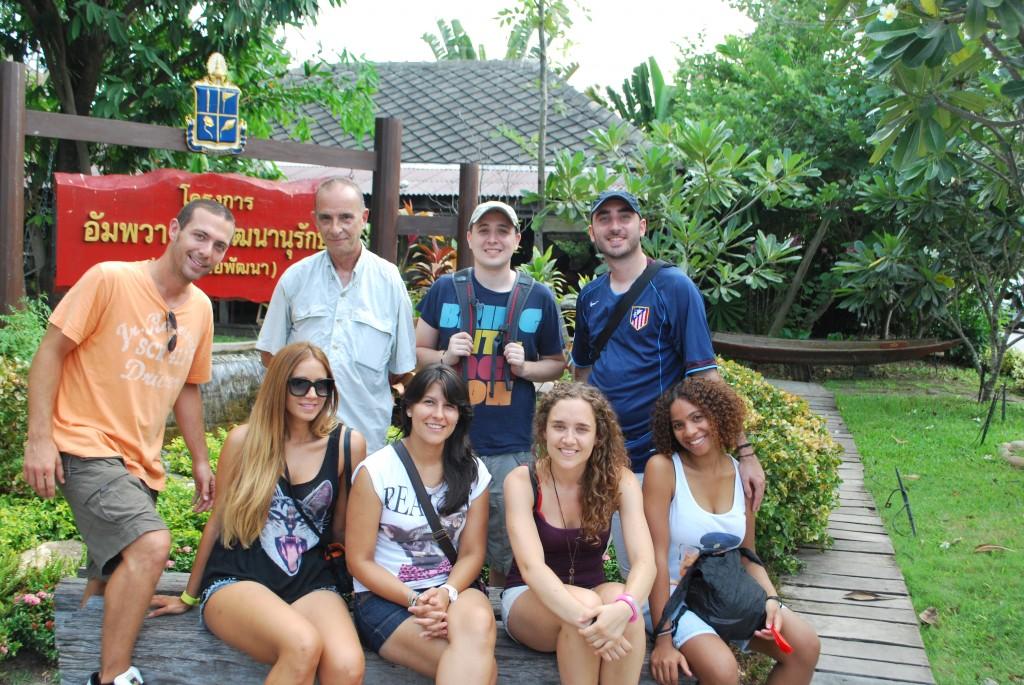 El grupo en Amphawa