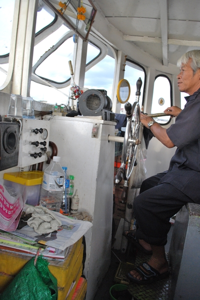 Conductor de barca en Bangkok