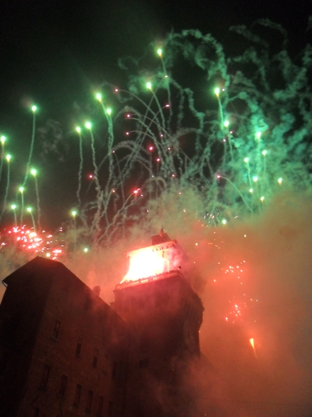 Ardiendo el Castillo Estense