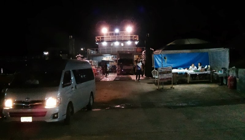 Nuestra furgo entrando al ferry