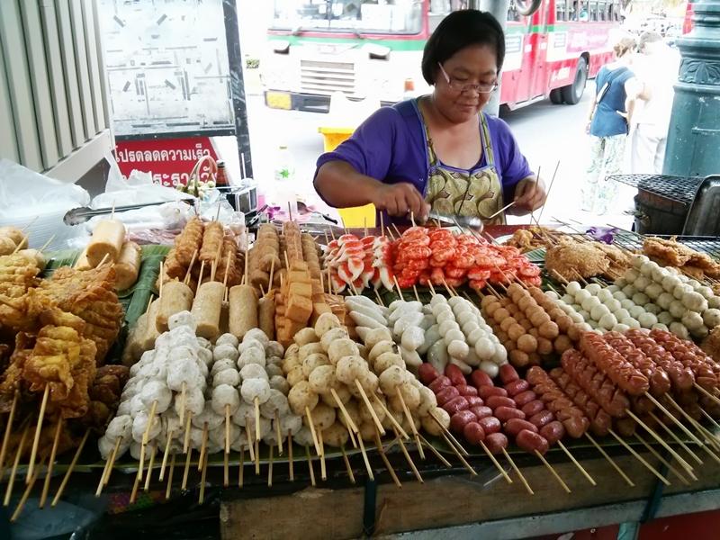 Pinchitos callejeros en Bangkok