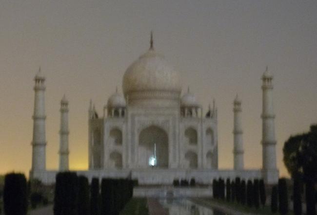 Taj Mahal con luna llena