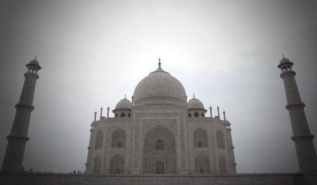 Taj Mahal iluminado desde un lateral