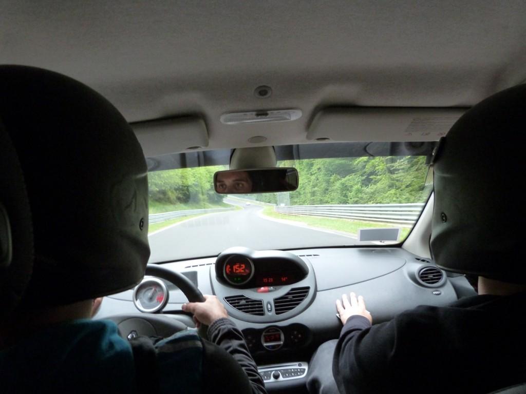 A 152 Km/h. con un Twingo en Nürburgring