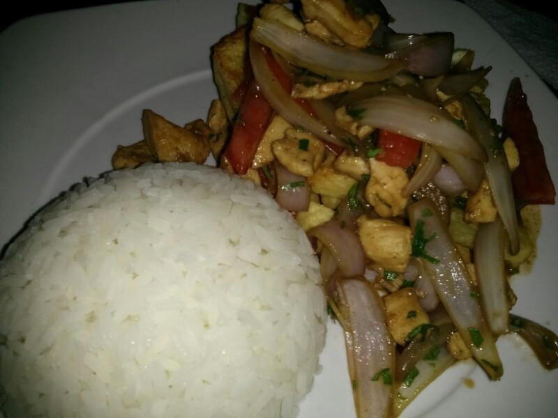 Pollo saltado con arroz