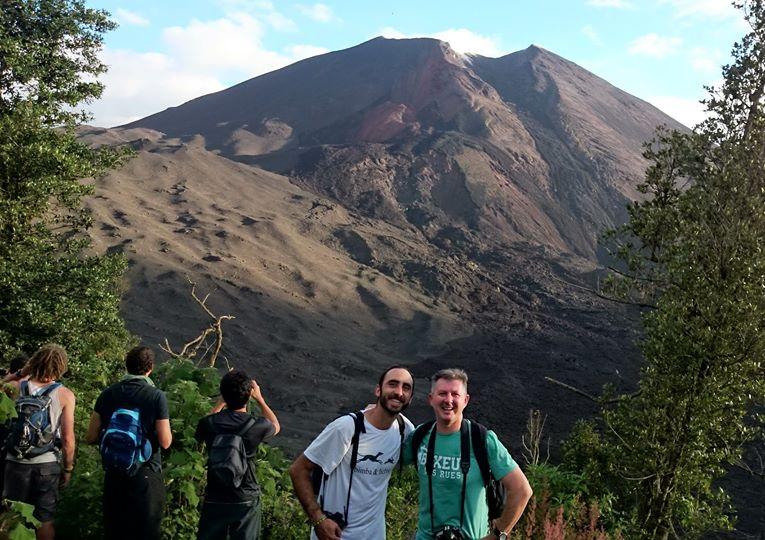 Con Antonio Q.B. en el volcán Pacayá