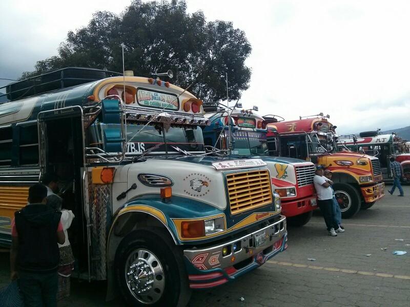 Los famosos chicken bus en Guatemala