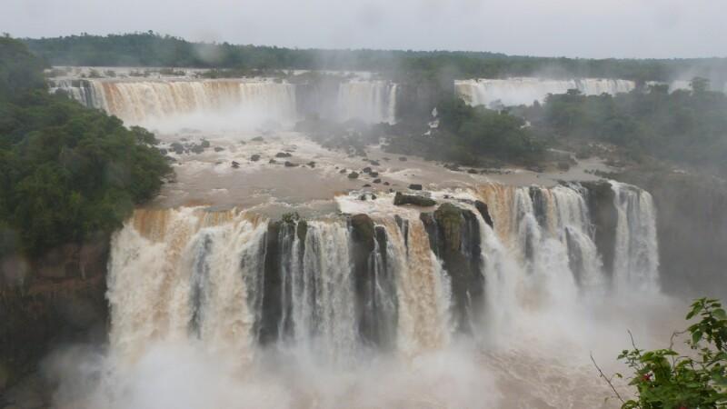 Saltos de agua en Iguazú desde Brasil