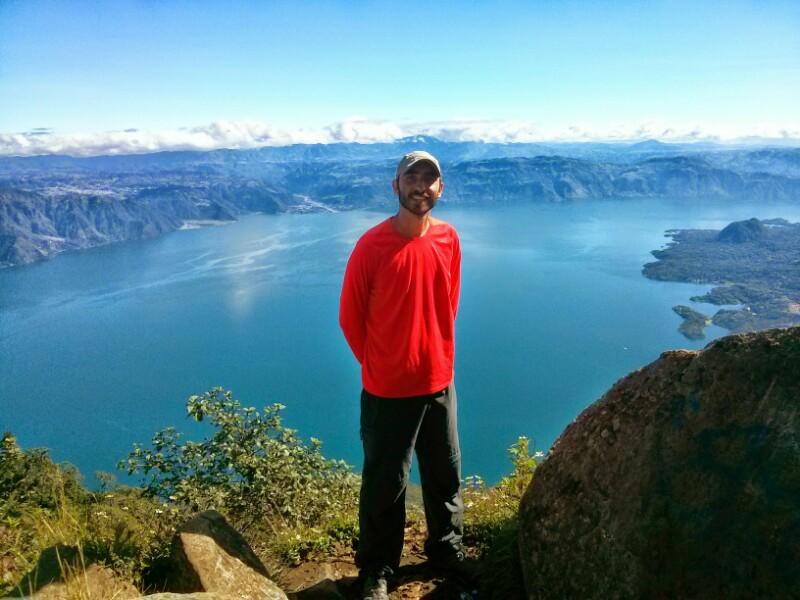 Feliz en la cima del volcán San Pedro