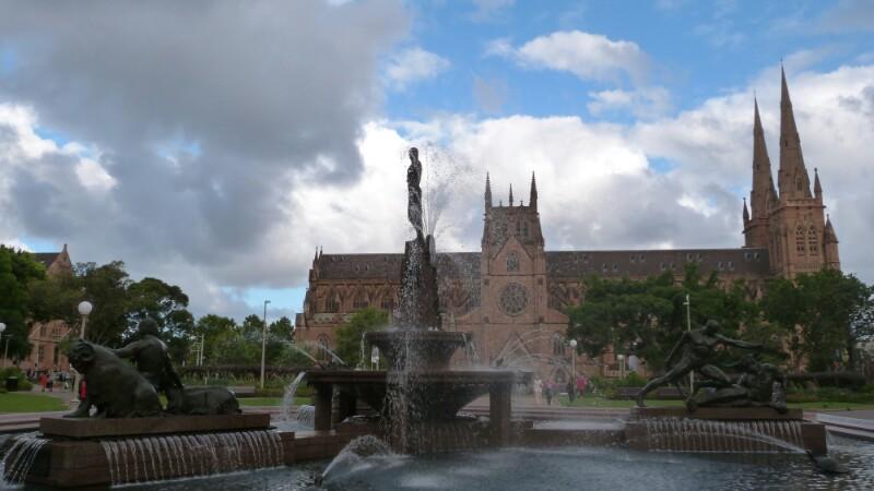 Catedral de Santa María y Hide Park en Sídney