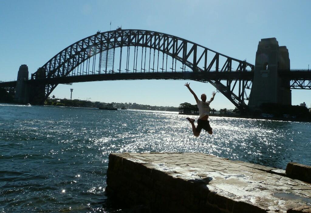 Sobrevolando Sidney con el Harbour Bridge