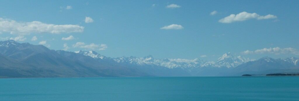 Colores a la orilla del lago Pukaki