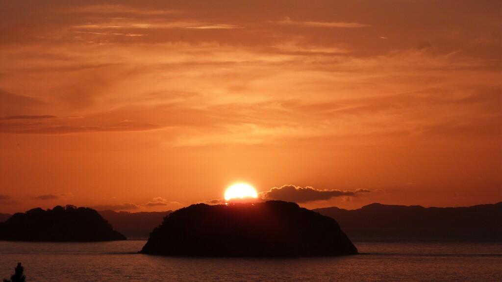 El Sol se esconde en Coromandel