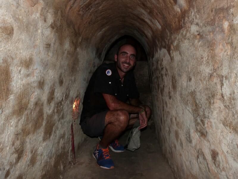En el interior de un túnel en Cuchi