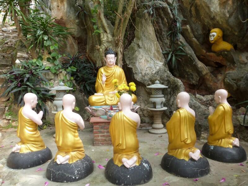 Esculturas budistas en la Montaña de Mármol