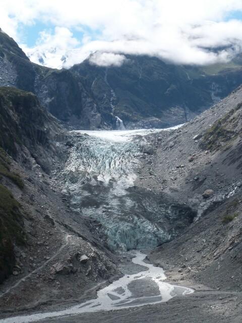 Glaciar Fox entre ríos y montañas
