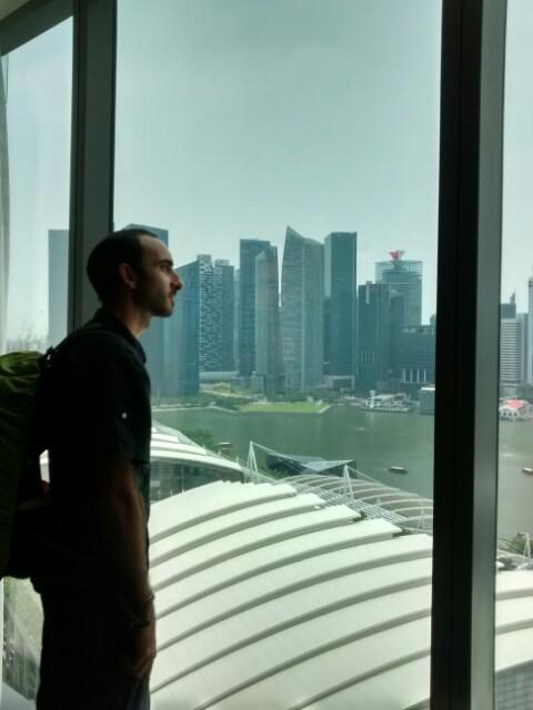 Contemplando Singapur desde mi habitación del MBS