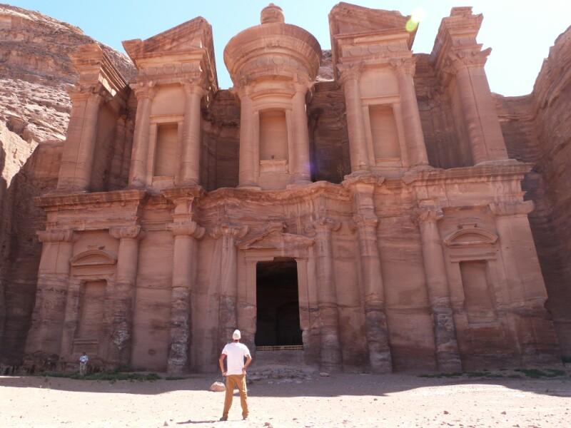 Contemplando el Monasterio de Petra