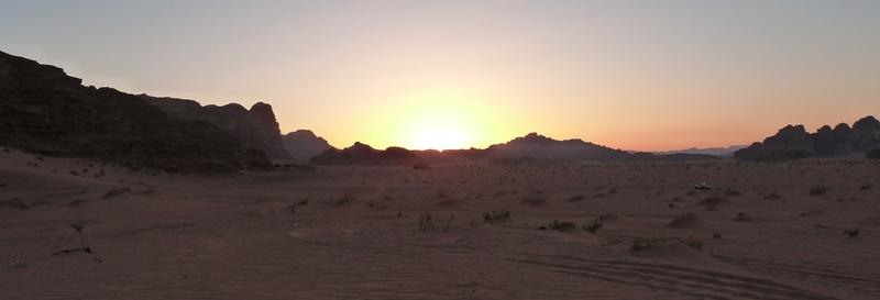 Atardecer en el desierto de Wadi Rum