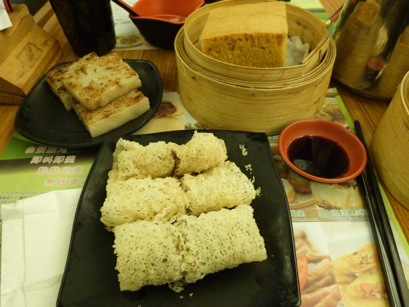 La mesa llenándose de alimentos