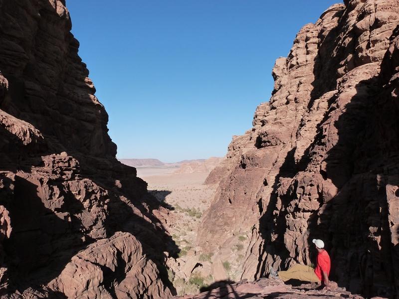 Contemplando la inmensidad del Wadi Rum