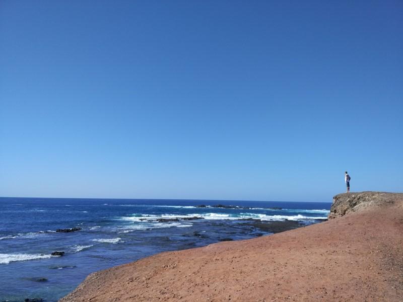 Contemplando el mar de Fuerteventura