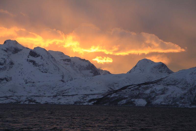 El fiordo encencido de Skulsfjord