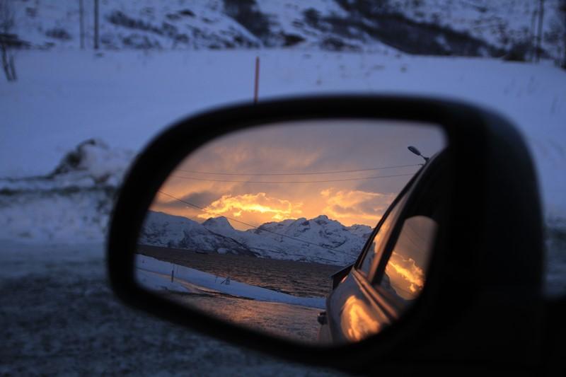 El fiordo encendido desde nuestro coche