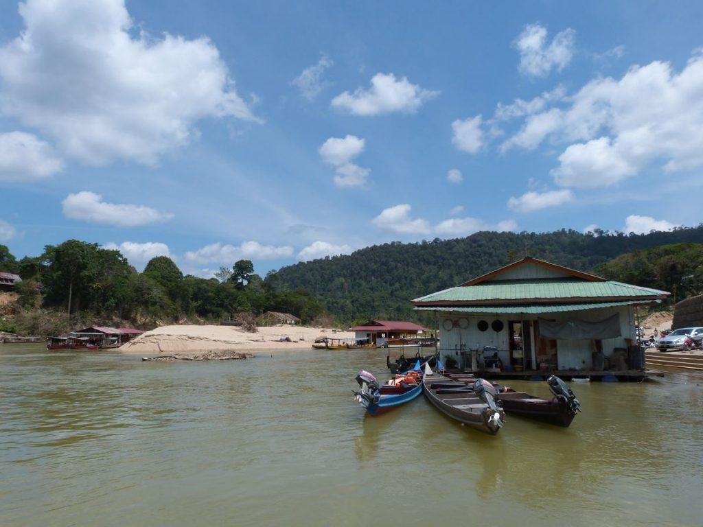 Restaurantes flotantes y entorno de Kuala Tahan