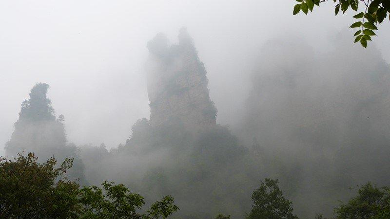 Subida hacia Tianzi entre nieblas