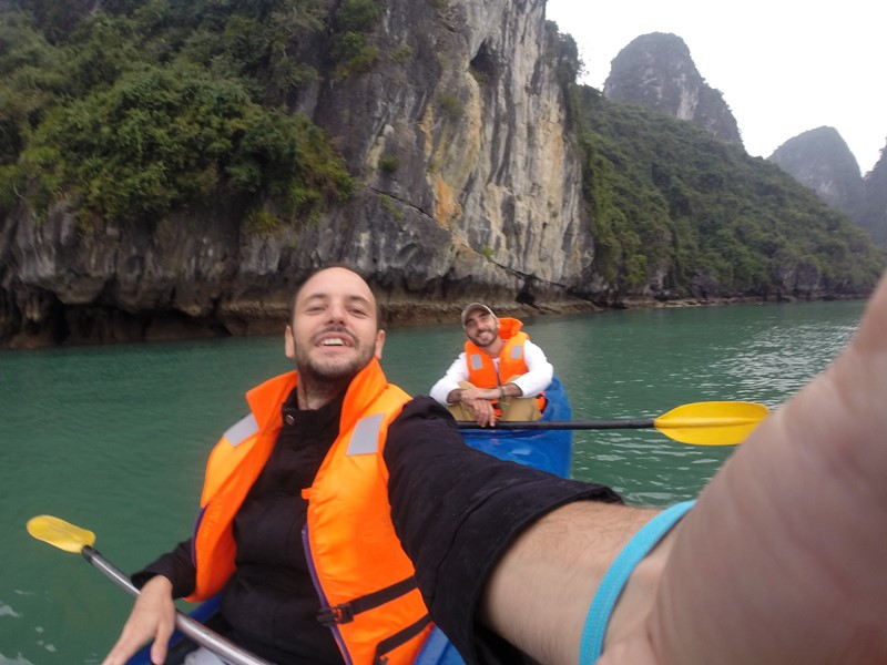 Kayak en Ha Long con Juan Pablo