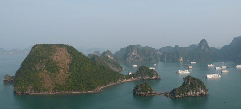 Panorámica de Ha Long Bay desde Dao Titop