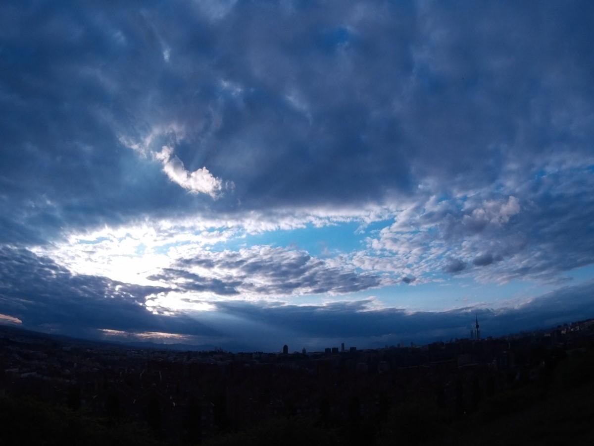 Atardecer esférico nuboso desde el Cerro del Tío Pío