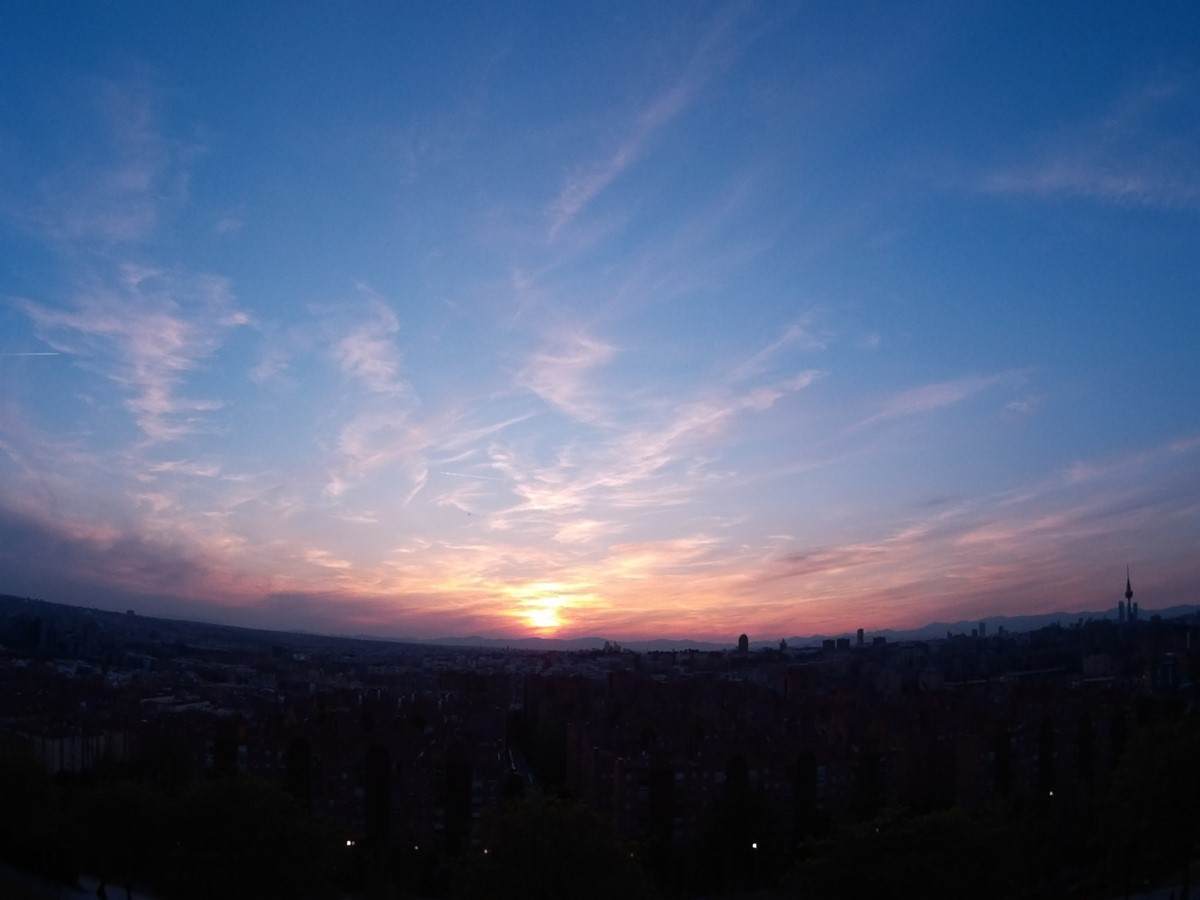 El Sol comienza a caer sobre Madrid