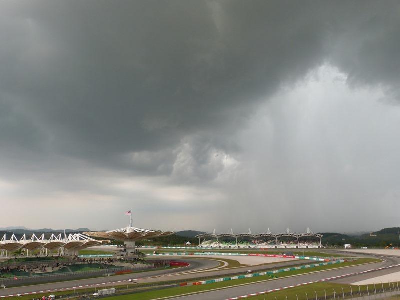 La tormenta llega a Sepang