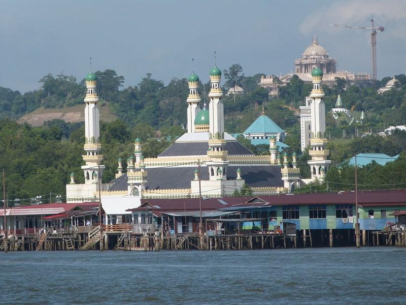 Mezquita y casas de Bandar Seri Begawan
