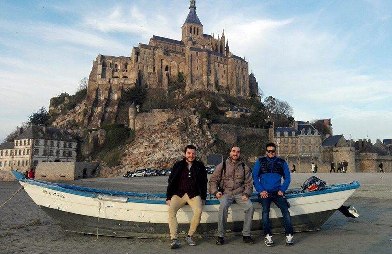 El grupo en el Mont-Saint-Michel