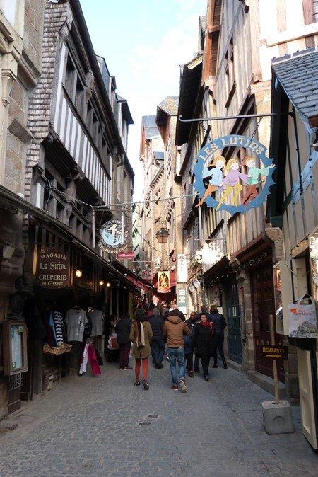 La calle comercial del monte